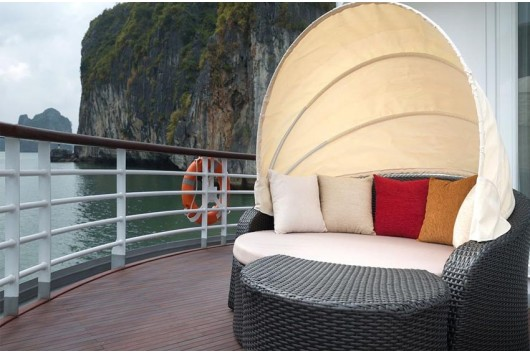 Canopy-Bed-Captain-View-Suites-Elegance-Cruise2