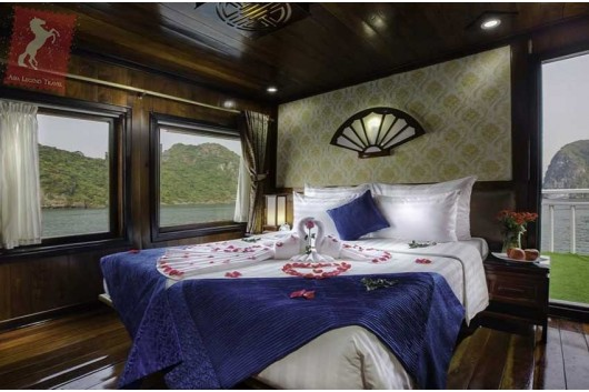 Flamingo-Cruise-Honeymoon-Suite0