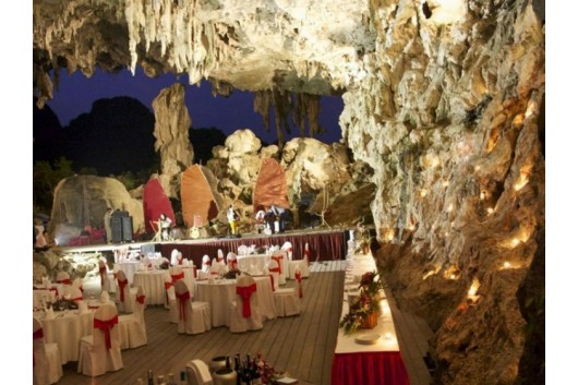 Halong_Emtoioncruise_Dining_In_cave2-1