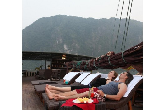 Halong_White_Dolphin_Cruise_sundeck1