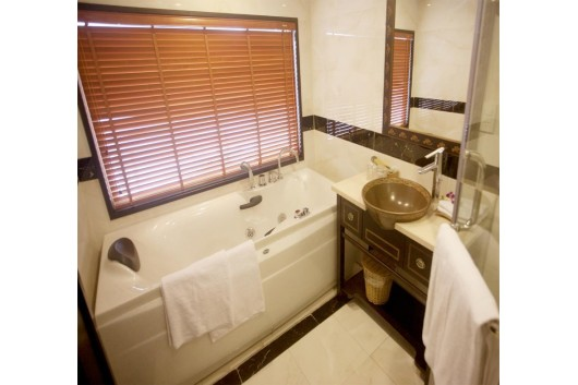 Huonghai_Sealife_Cruise_excutive_bathroom02