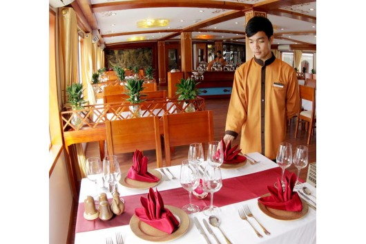 Huonghai_Sealife_Cruise_restaurant2