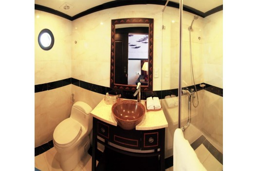 Huonghai_Sealife_Cruise_suite_bath_room1