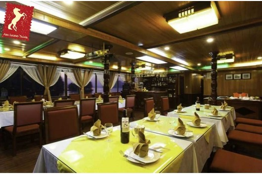 Lavender-Cruise-Halong-Bay-Dining-0
