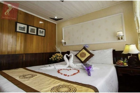 Lavender-Cruise-Halong-Bay-Honeymon-Suite-0