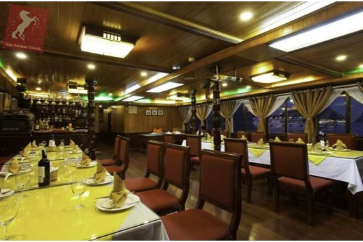 Lavender-Cruise-Halong-Bay-Restaurant-0