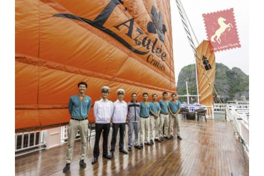 Lazalee-Cruise-Halong-Bay-Welcome-Staff2