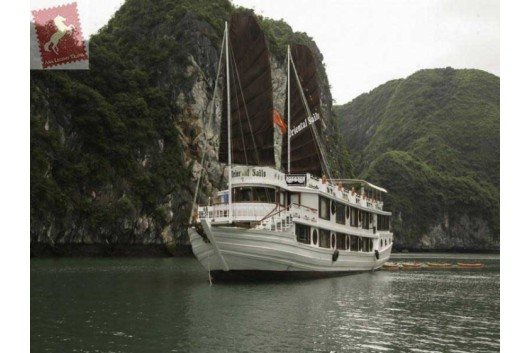 Oriental-Sails-Halong-Bay-Overview-2