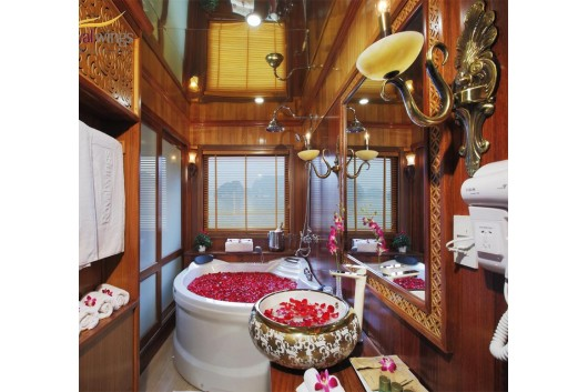 Royal_Wings_Cruise_Halong_Bathroom1