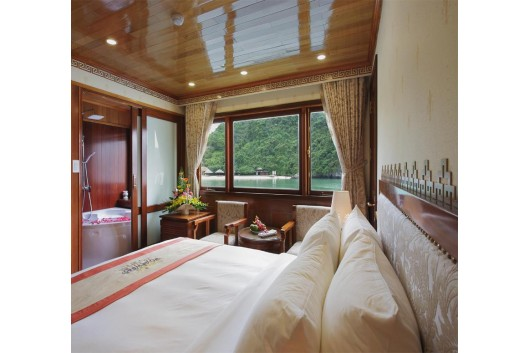 Royal_Wings_Cruise_Halong_double_cabin1