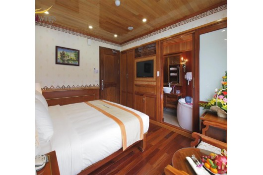 Royal_Wings_Cruise_Halong_double_cabin11