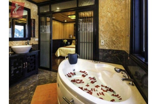 Victory-Star-Cruise-President-Suite-Bathroom-1