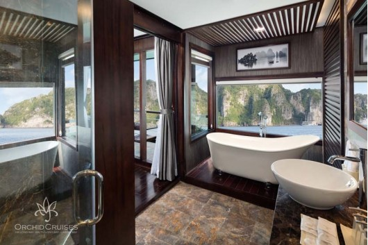family-suite-bathroom-2_31615290475_o0