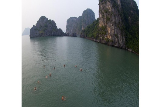swiming_halong_bay_Halong_White_Dolphin_Cruise2